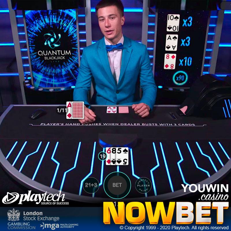 Live Dealer กำลังอธิบายโบนัสพิเศษในเกม Quantum Blackjack